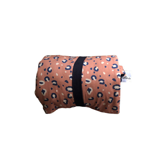 couverture nomade repliable bebe motif leopard marsala carotteetcie