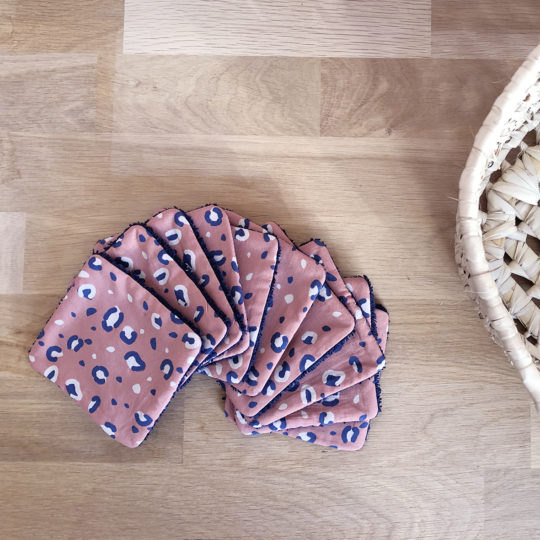 lot-10-lingettes-lavables-panthere-marsala-soin-quotidien-bebe-carotteetcie